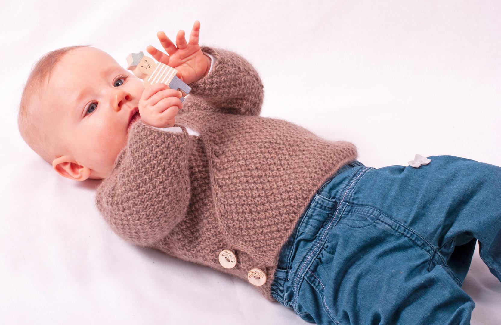 Strickanleitung Wickeljacke Sterntaler für Babys von 0-6 Monaten